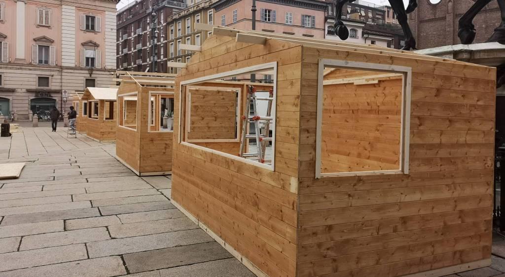 L'allestimento delle casette in Piazza Cavalli