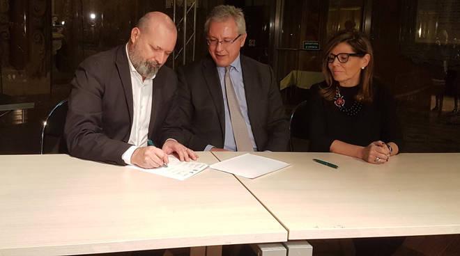 La firma del protocollo per il nuovo ospedale