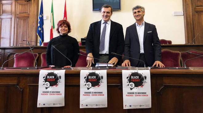La presentazione del Black Friday in Municipio