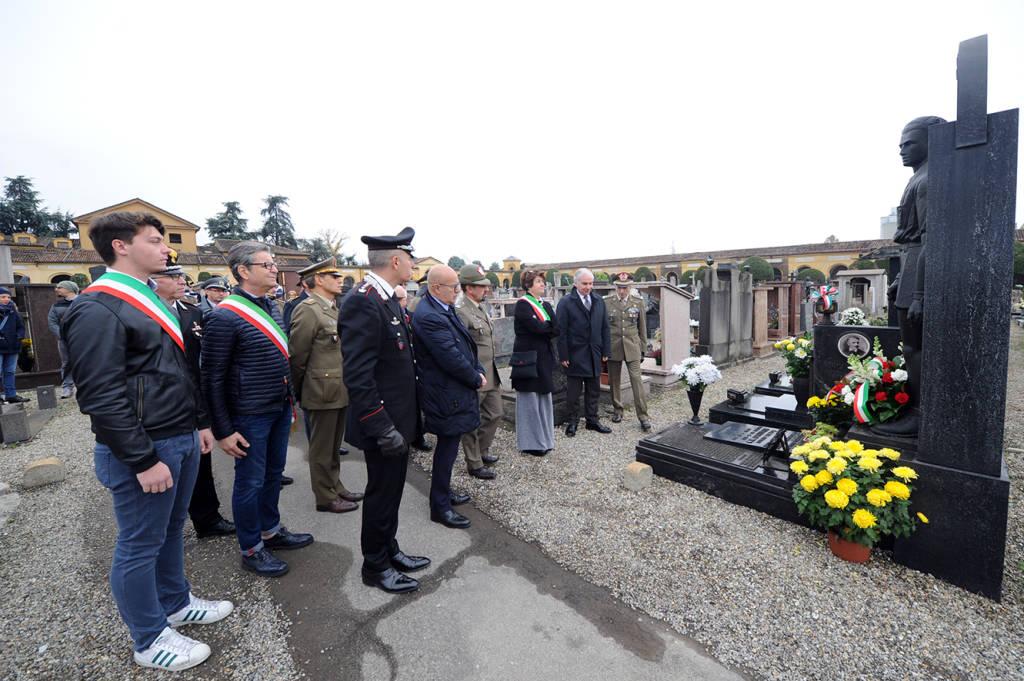 Ricorrenza dei Defunti, la cerimonia al cimitero
