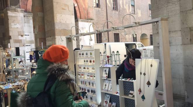 A mano market