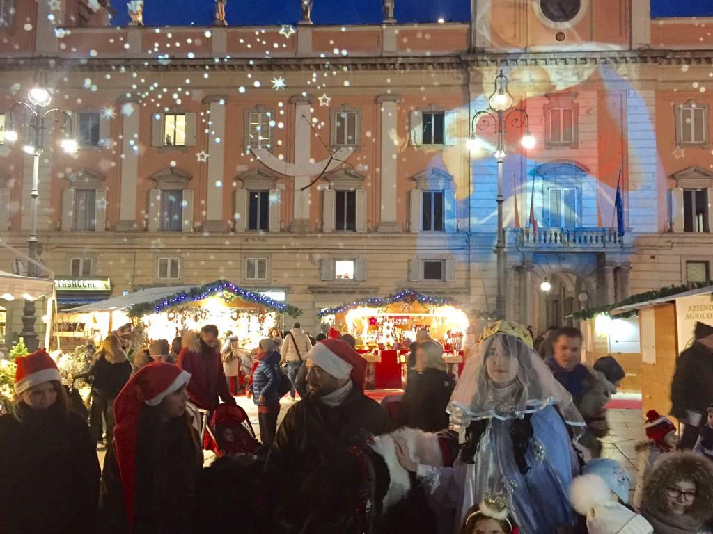 Arriva S. Lucia in centro a Piacenza