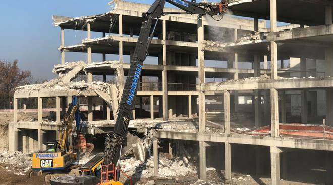 demolizione ecomostro alla Madonnina