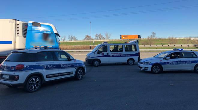 I controlli della polizia municipale agli autotrasportatori
