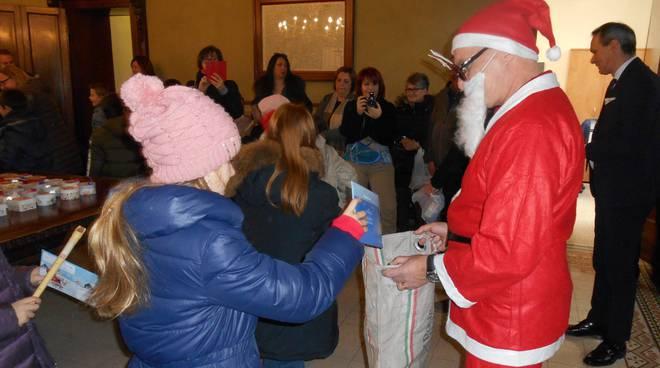 La consegna delle letterine di Babbo Natale