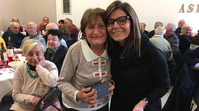 La premiazione degli anziani impegnati nel volontariato