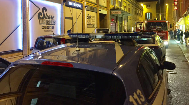 I vigili del fuoco e la polizia in via San Francesco