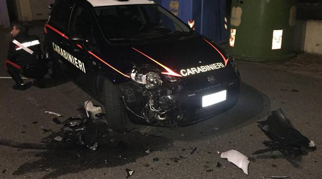 auto speronata dei carabinieri