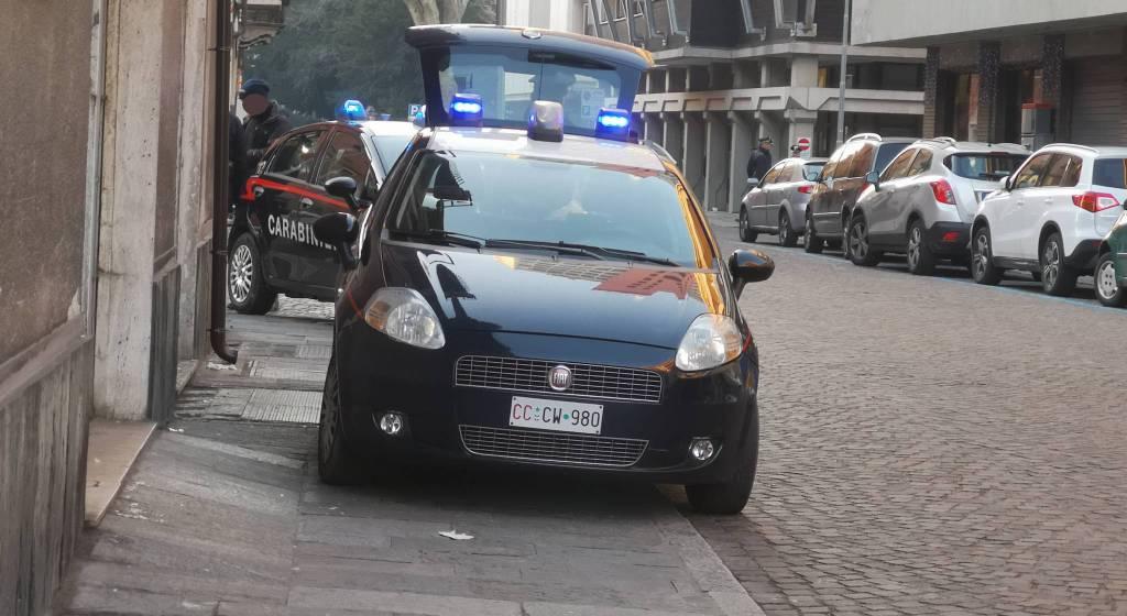 L'intervento dei carabinieri in via Alberoni