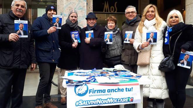 Raccolta firme Lega pro Salvini