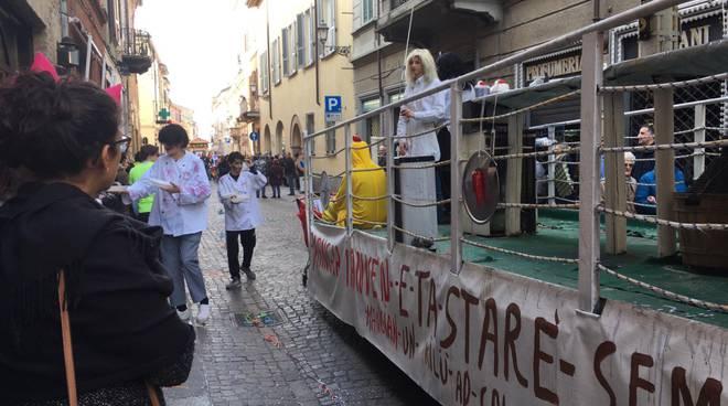 Il carnevale in via Roma