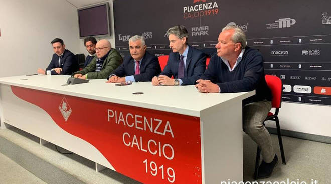 La conferenza stampa della società