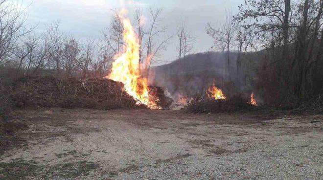 legnaia in fiamme