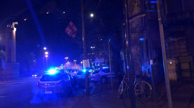 rissa in piazzale Roma polizia