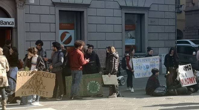 studenti in piazza fridayforfuture