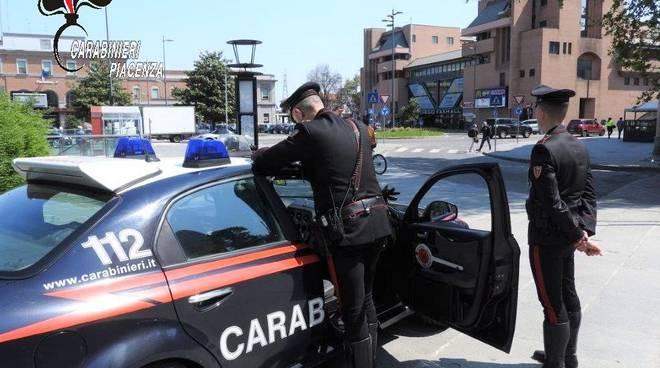 carabinieri alla stazione