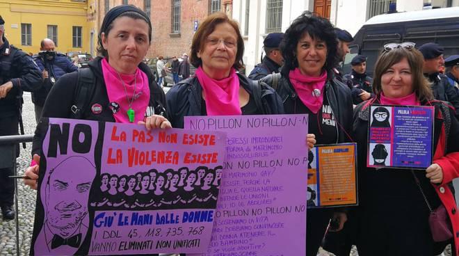 La protesta a Pavia di Non Una di Meno