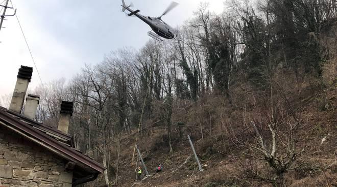 La strada per Restano messa in sicurezza con l'aiuto di un elicottero