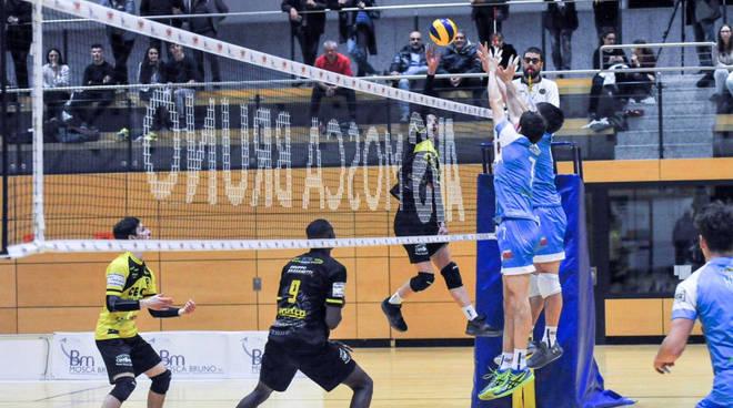 Nella foto Avs Mosca Bruno, un momento del match d'andata tra Bolzano e Canottieri Ongina