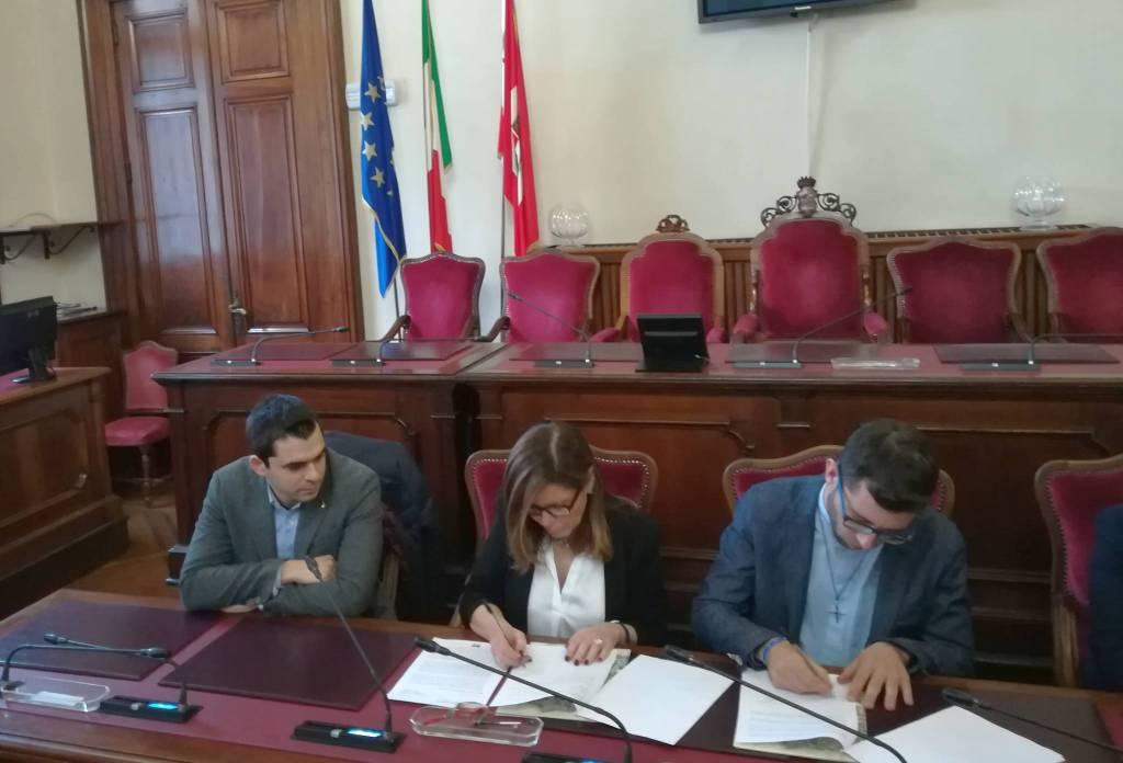 la firma del protocollo di intesa tra Associazione Oratori Piacentini e Comune di Piacenza
