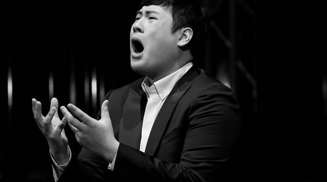 Il baritono Chi Hoon Lee - credits Jonny Falciani