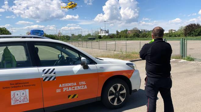 'eliambulanza alla piazzola dell'elisoccorso a Piacenza in zona Galleana