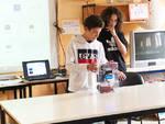 I due studenti presentano la loro invenzione