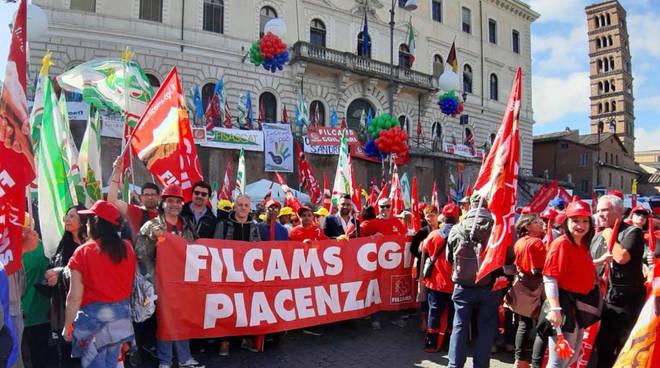 I lavoratori piacentini in scopero a Roma
