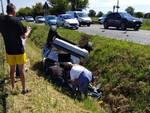 incidente Besurica auto ribaltata
