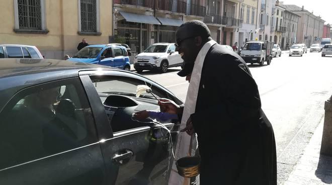 La benedizione delle auto per Santa Rita