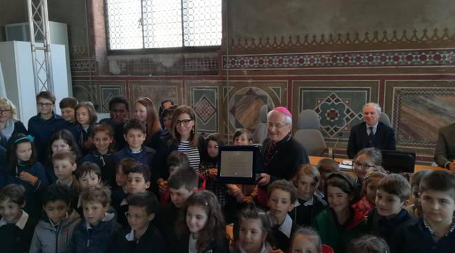 La consegna della benemerenza civica al vescovo Gianni Ambrosio