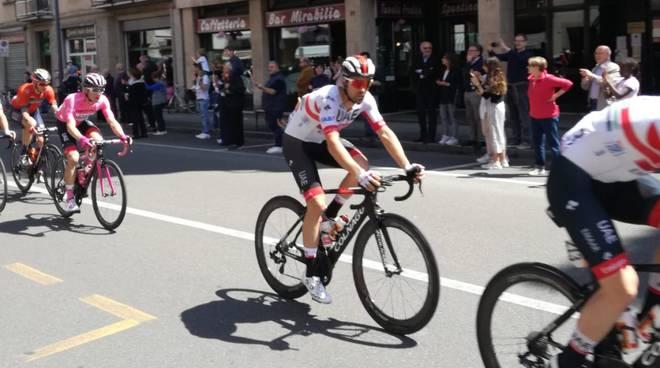 Maglia rosa in viale Dante Giro d'Italia