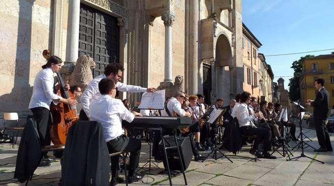 Orchestra in piazza Duomo