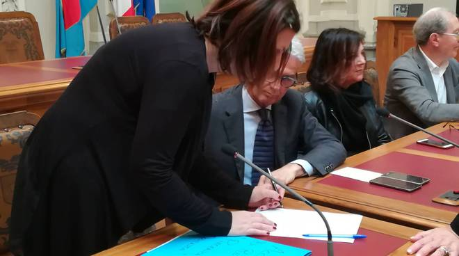 Firma dell'accordo del progetto Orienta con Simona Favari