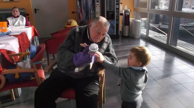 centro anziani e bambini