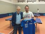 Nella foto, Mattia Crotti con il presidente del Tennistavolo Reggio Emilia Paolo Munarini