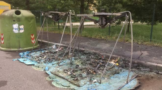 Cassonetti bruciati vicino a Parco della Galleana