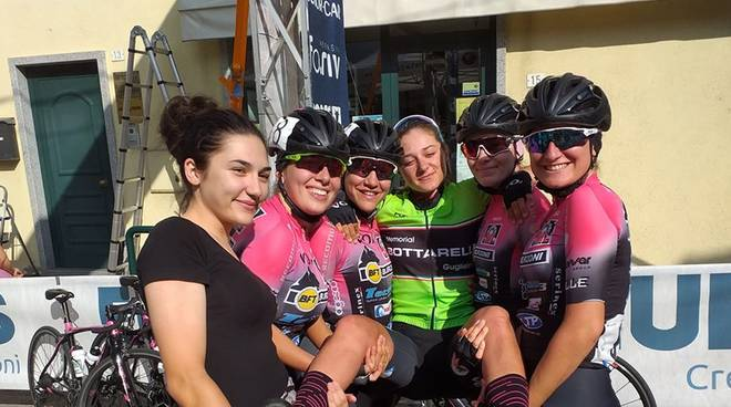 Martina Sanfilippo portata in trionfo dalle compagne