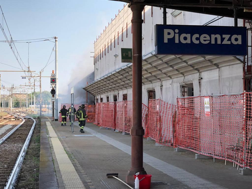 vigili del fuoco in stazione