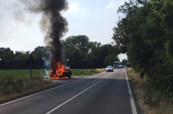 Auto a fuoco a Niviano