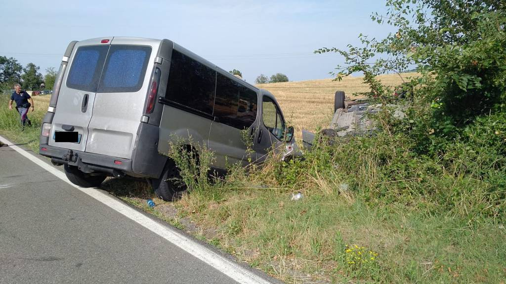 incidente Piozzano auto ribaltata