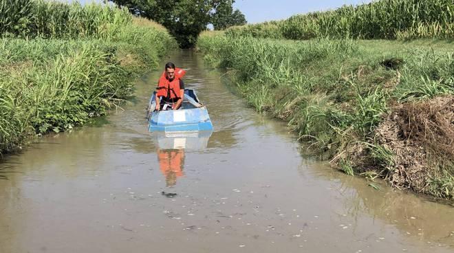 L'imbarcazione per la rimozione delle alghe