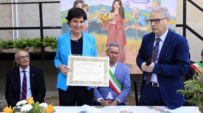 La consegna del Premio Solidarietà per la Vita a Giovanna Covati