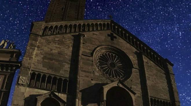 Duomo di Piacenza di notte