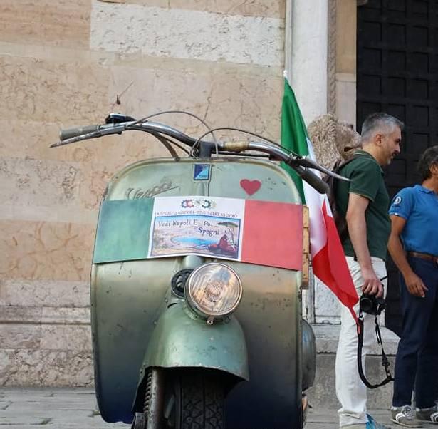 Vedi Napoli e Poi Spegni viaggio in Vespa