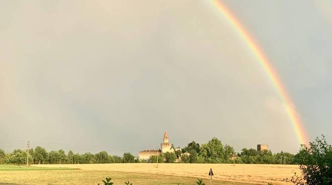 Temporali, grandine e arcobaleno