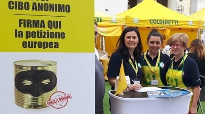 Campagna amica Stop Cibo Anonimo in Piazza Cavalli