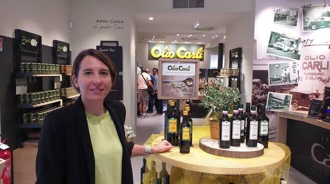 Claudia Carli nell'Emporio Carli