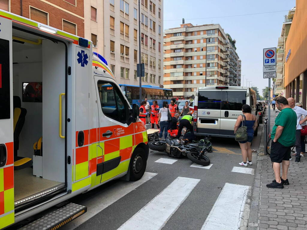 incidente via Genova moto