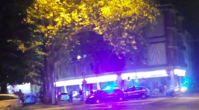 L'intervento delle forze dell'ordine in piazzale Roma